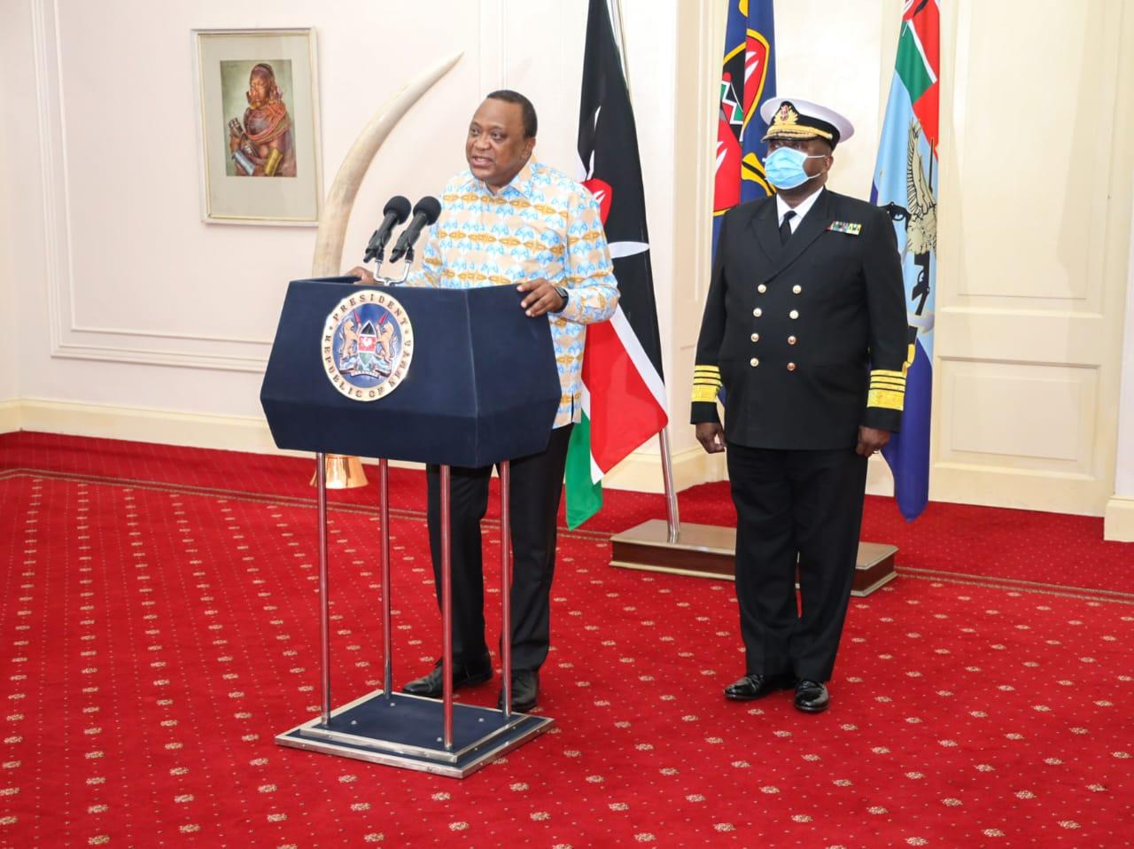 Uhuru Kenyatta with General Robert Kibochi