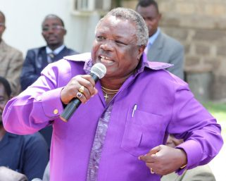 Atwoli wants Ruto to kneel before Raila Odinga