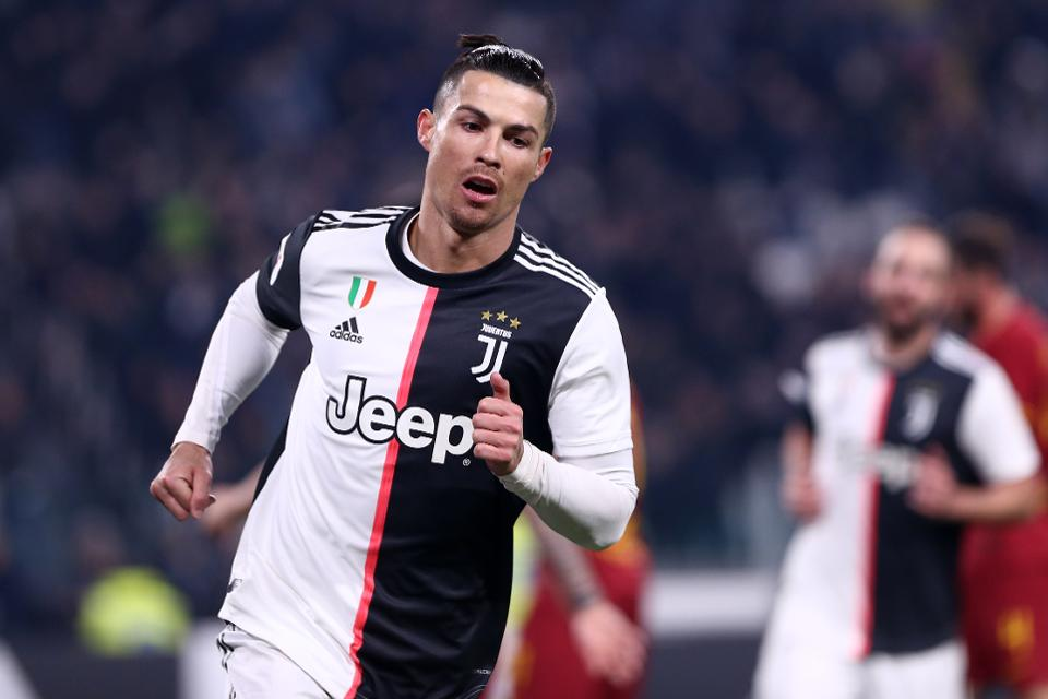 Cristiano Ronaldo beats Messi to become first ever footballer to earn 1 billion dollars