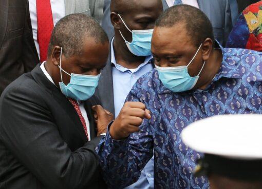 Amos Kimunya with President Uhuru Kenyatta